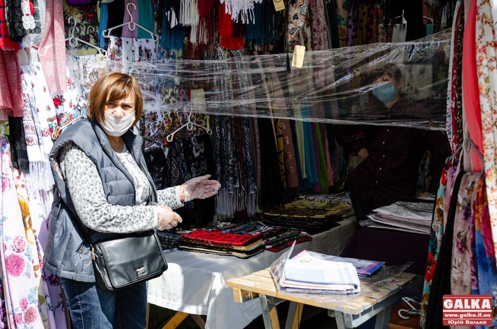 Карантинні закупи: як працює промисловий ринок у центрі Франківська (ФОТОРЕПОРТАЖ)