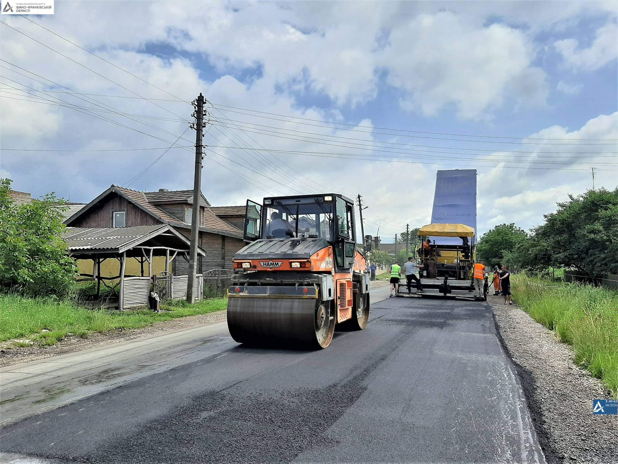 На Франківщині продовжують ремонтувати дорогу Галич-Сатанів (ФОТО)