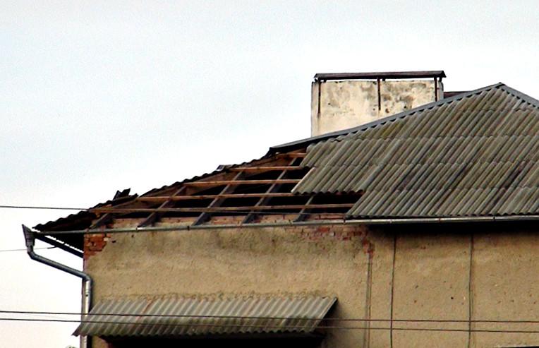 Понад 60 дахів не витримали зливи у Франківську