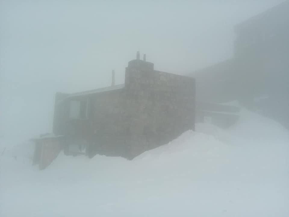 Температура піднялася до 0 градусів і перестав падати сніг: на Піп Івані зима не думає здаватися літу (ФОТО)