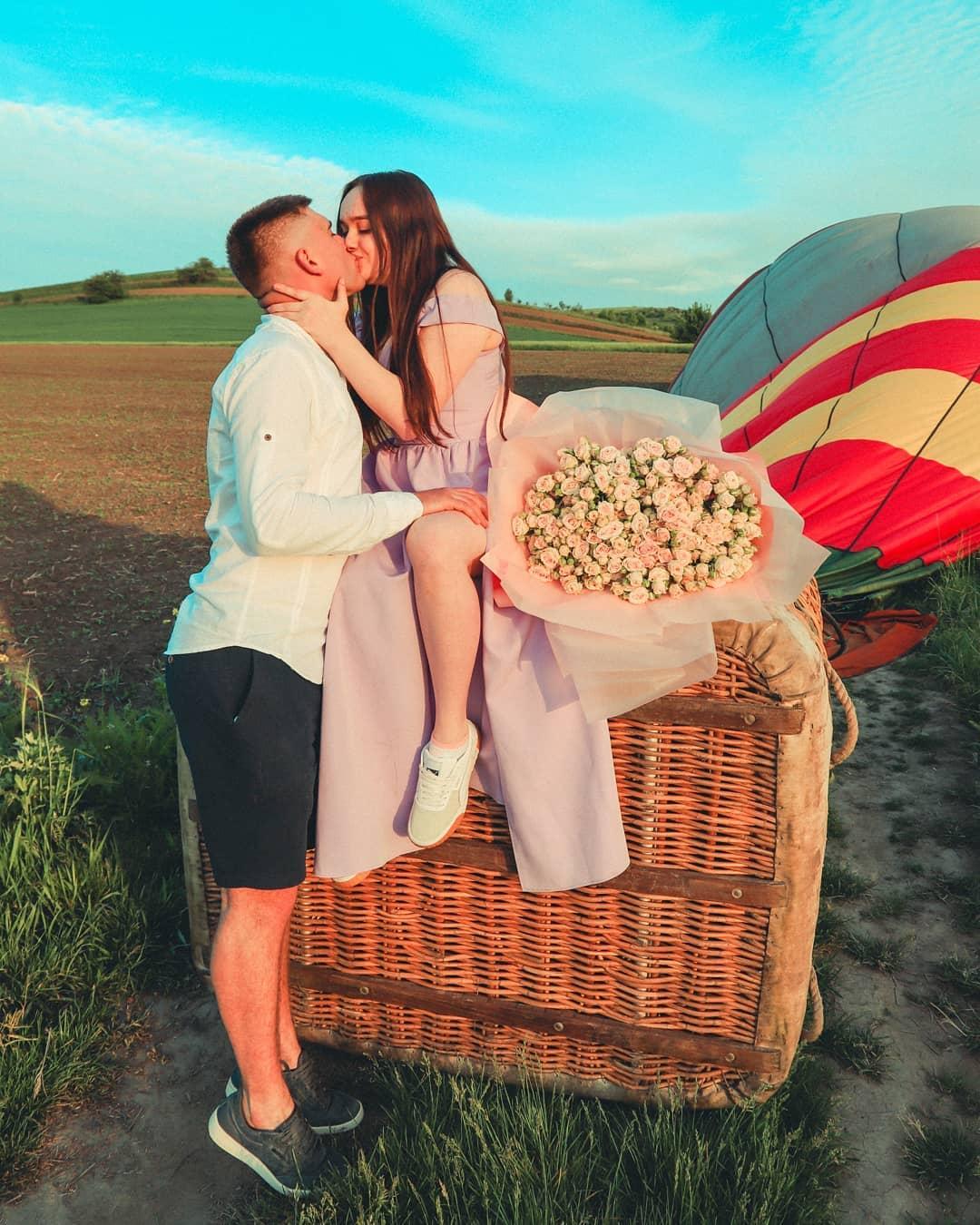 """""""Пропозиція руки і серця в небі"""": франківець освідчився коханій під час польоту на повітряній кулі (ФОТО)"""