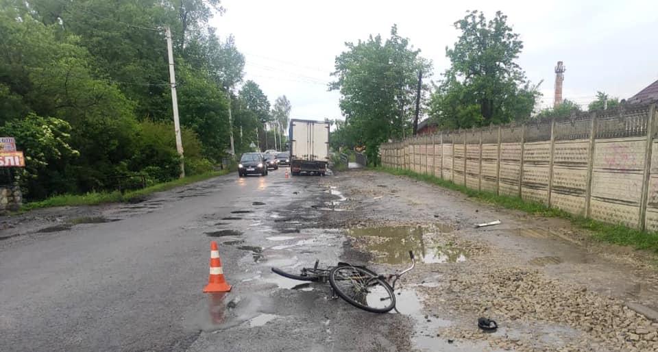У Болехові під колесами вантажівки загинув чоловік з велосипедом (ФОТО)