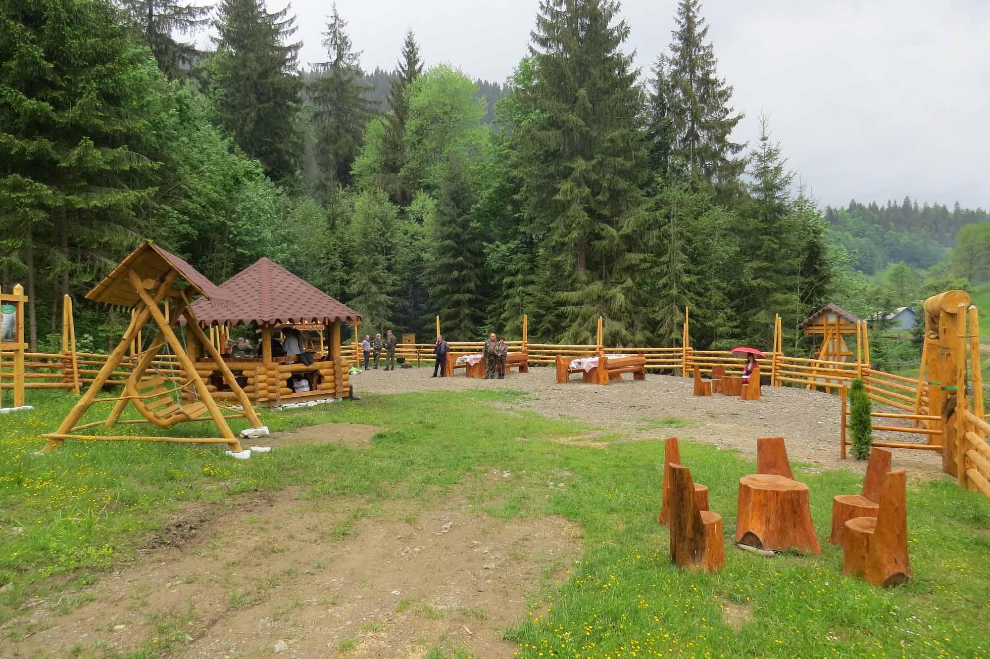В урочищі Кируцин на Верховинщині лісівники створили зону відпочинку для туристів (ФОТО)