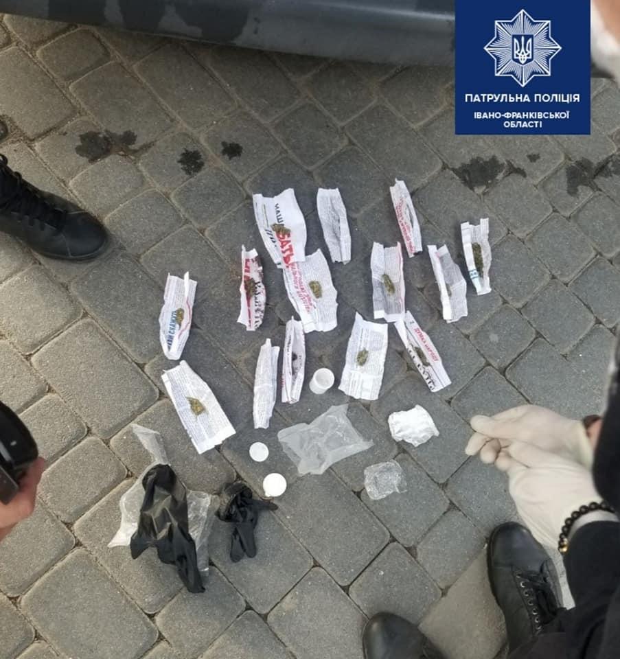 У Франківську спіймали чоловіків з наркотиками (ФОТО)
