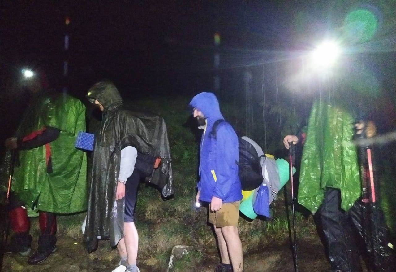 """Вночі на Говерлі шукали """"блудних"""" туристів (ФОТОФАКТ)"""