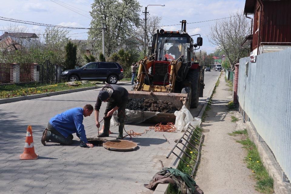 У Надвірній проведуть капремонтканалізаційних колодязів на 770 тисяч гривень (ФОТО)