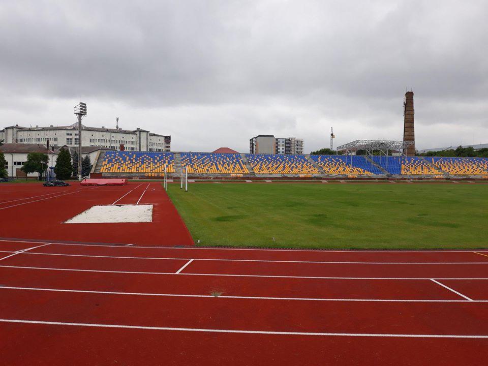 Франківський легкоатлетичний стадіон продовжують готувати до масштабних змагань (ФОТО)