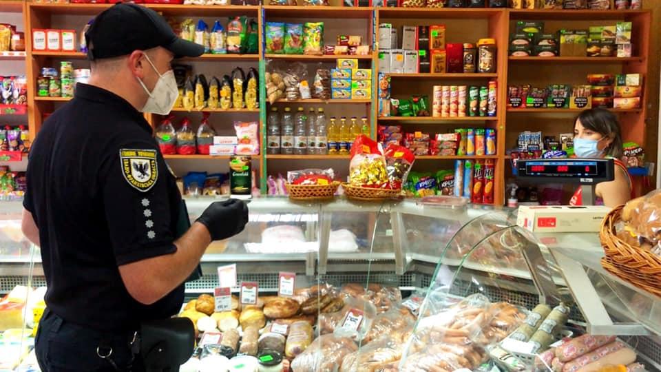 В Івано-Франківській області 100 магазинів перевірили на дотримання карантину. Порушення лише в трьох (ФОТО)