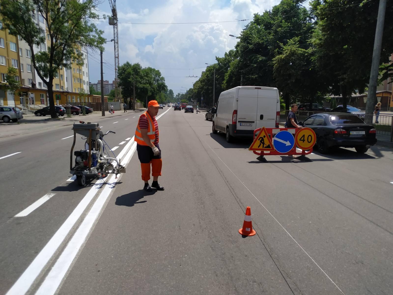 На кількох франківських вулицях оновили дорожню розмітку (ФОТО)
