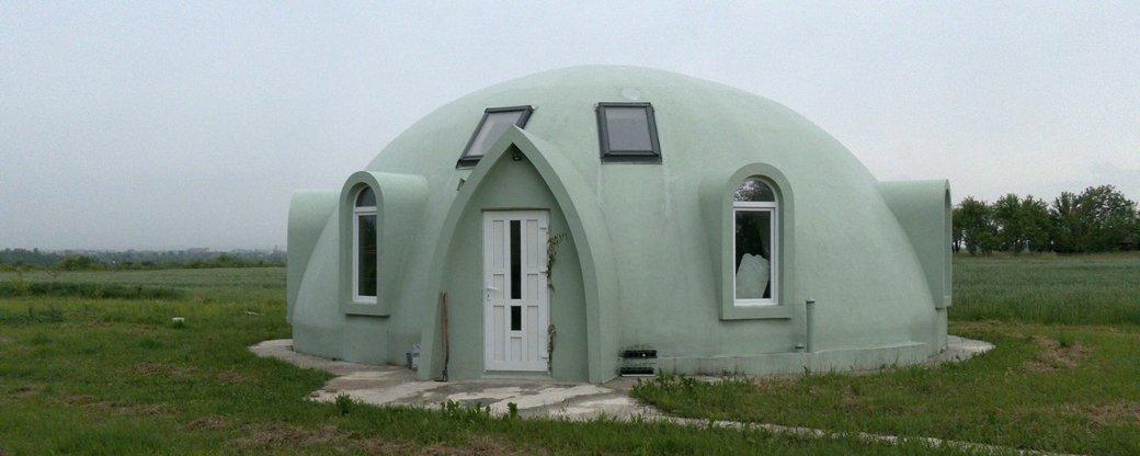 На Коломийщині люди оселилися у незвичному будинку-куполі (ВІДЕО)