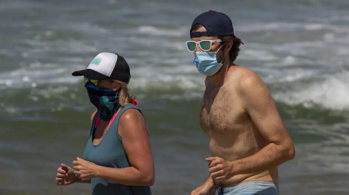 МОЗ пояснило, чи потрібні маски на пляжі