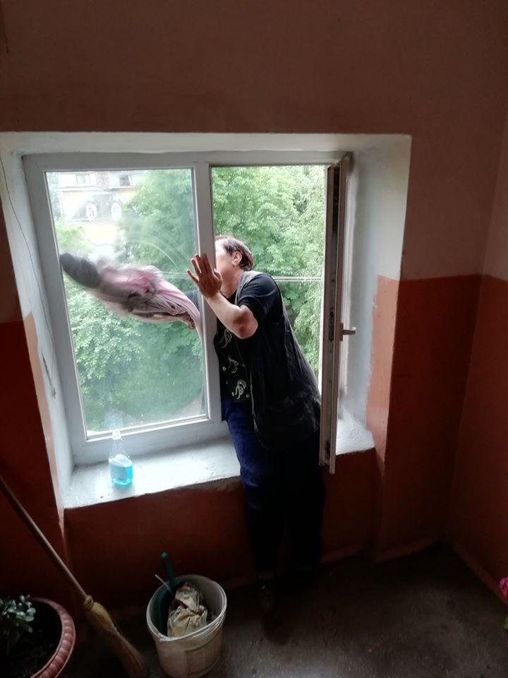 Франківці скаржаться на неякісне прибирання під'їздів. Комунальники підсилять контроль