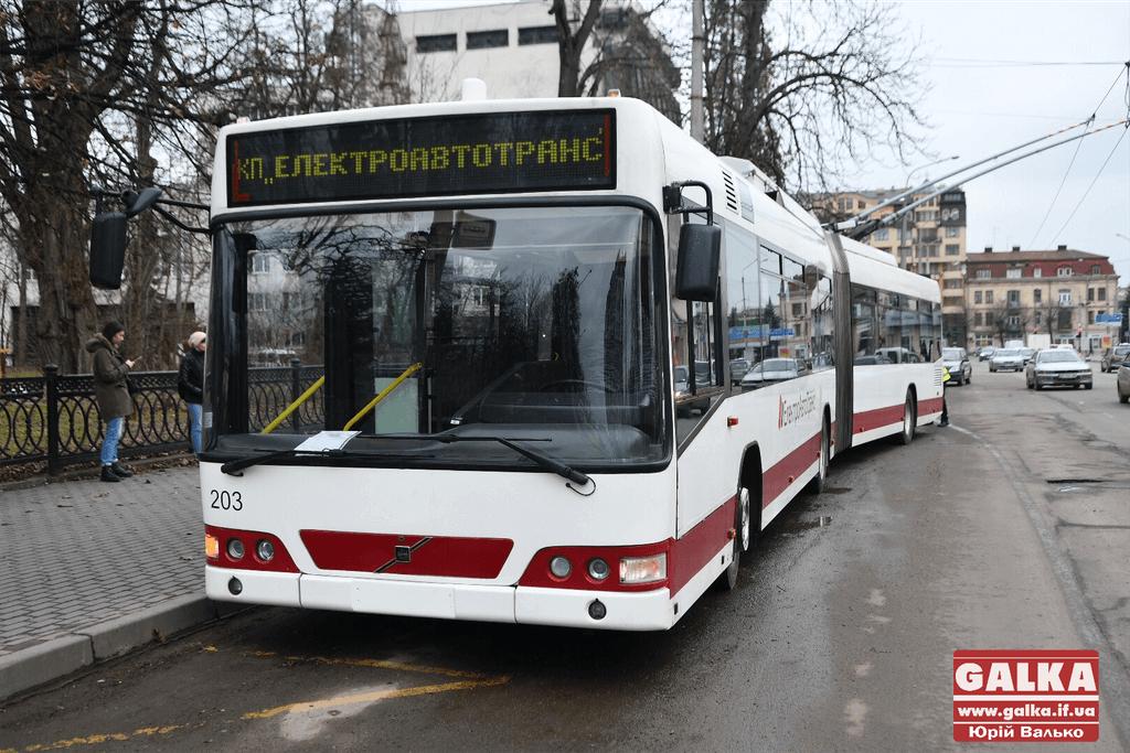 Тролейбуси тимчасово не їздять на Пасічну – відсутня напруга