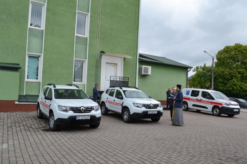 Медики Тисменничини отримали три нові автомобілі (ФОТО)