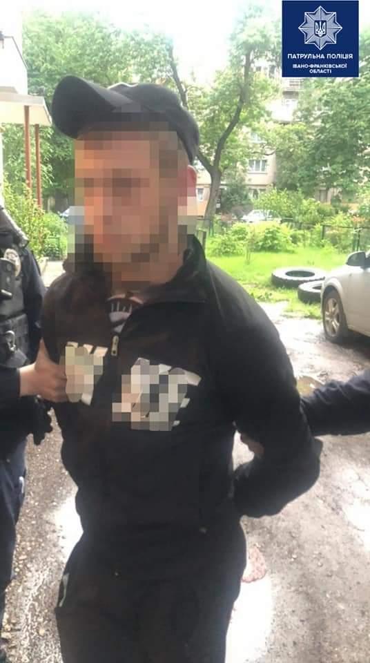 Вранці на Коновальця пограбували франківця – поліція знайшла ймовірного кривдника (ФОТО)