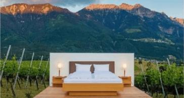 Готельний номер без стін: у Швейцарії пропонують переночувати в горах під відкритим небом