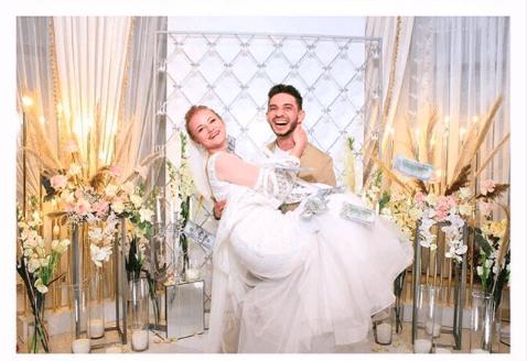 Зіркові франківські актори святкують першу річницю шлюбу – показали чуттєве відео з весілля