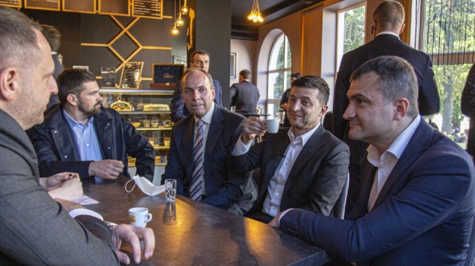 Зеленського не змогли оштрафувати за кавування в Хмельницькому