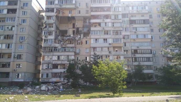 Потужний вибух у багатоповерхівці в Києві: під завалами шукають людей (ФОТО, ВІДЕО, ОНОВЛЕНО)