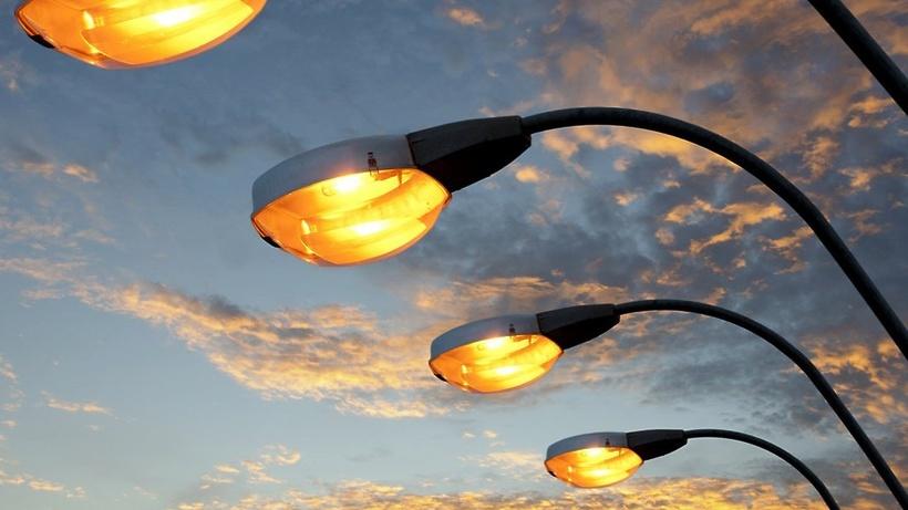 Кілька дворів на Коновальця стали світлішими (ФОТО)