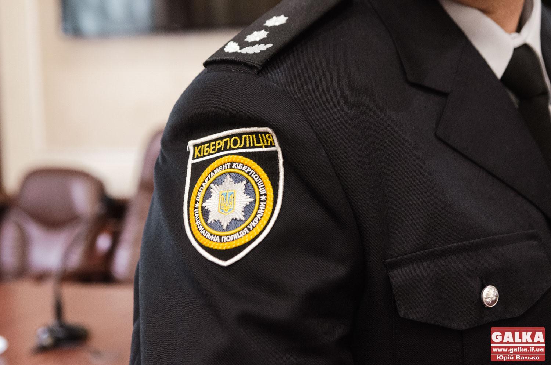 Схиляв неповнолітню до вживання, зберігав вдома наркотики і боєприпаси: цілий букет порушень виявили поліціянти у прикарпатця