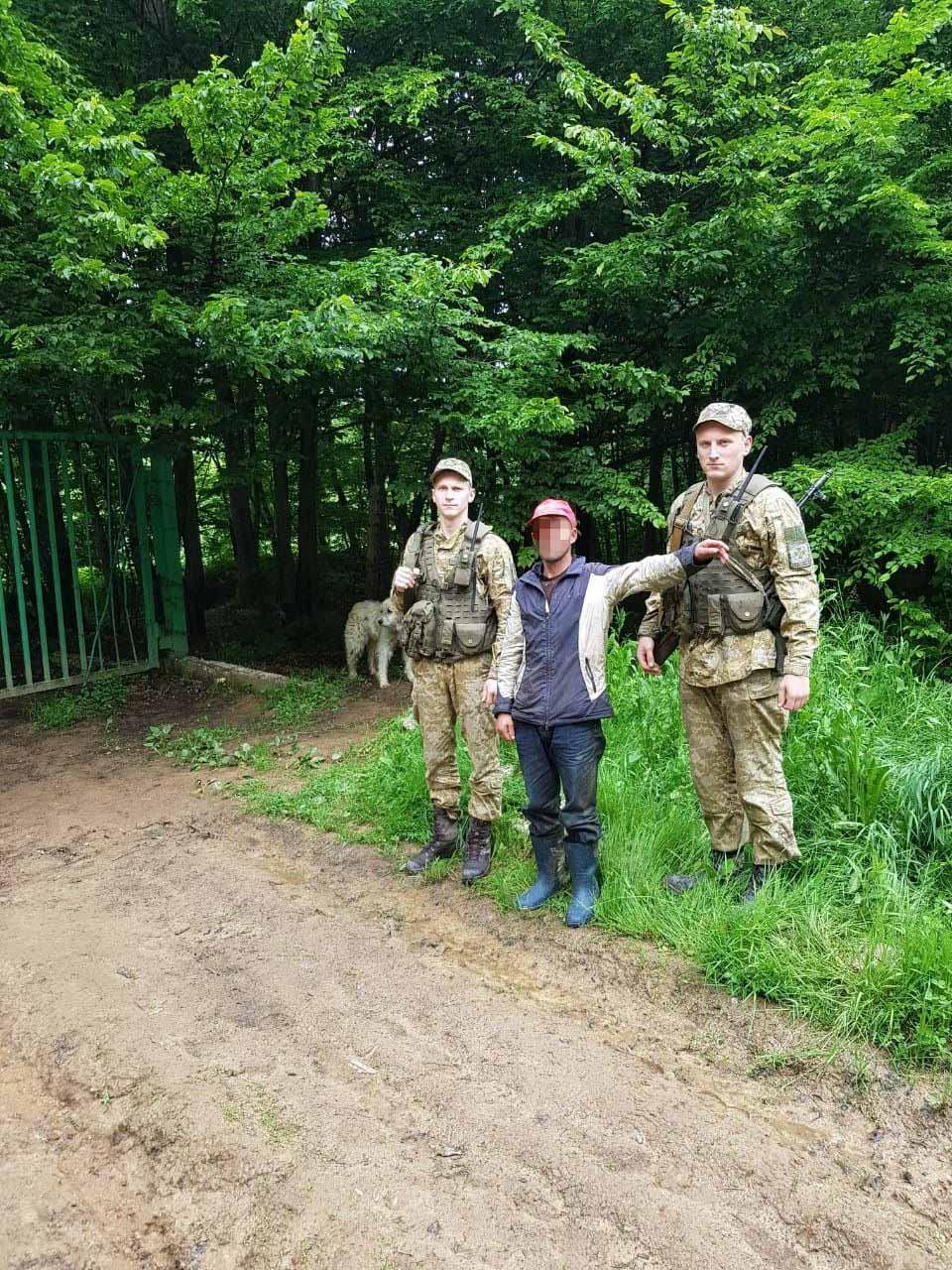 Пастух з отарою овець із Румунії випадково перетнув кордон України (ФОТО)