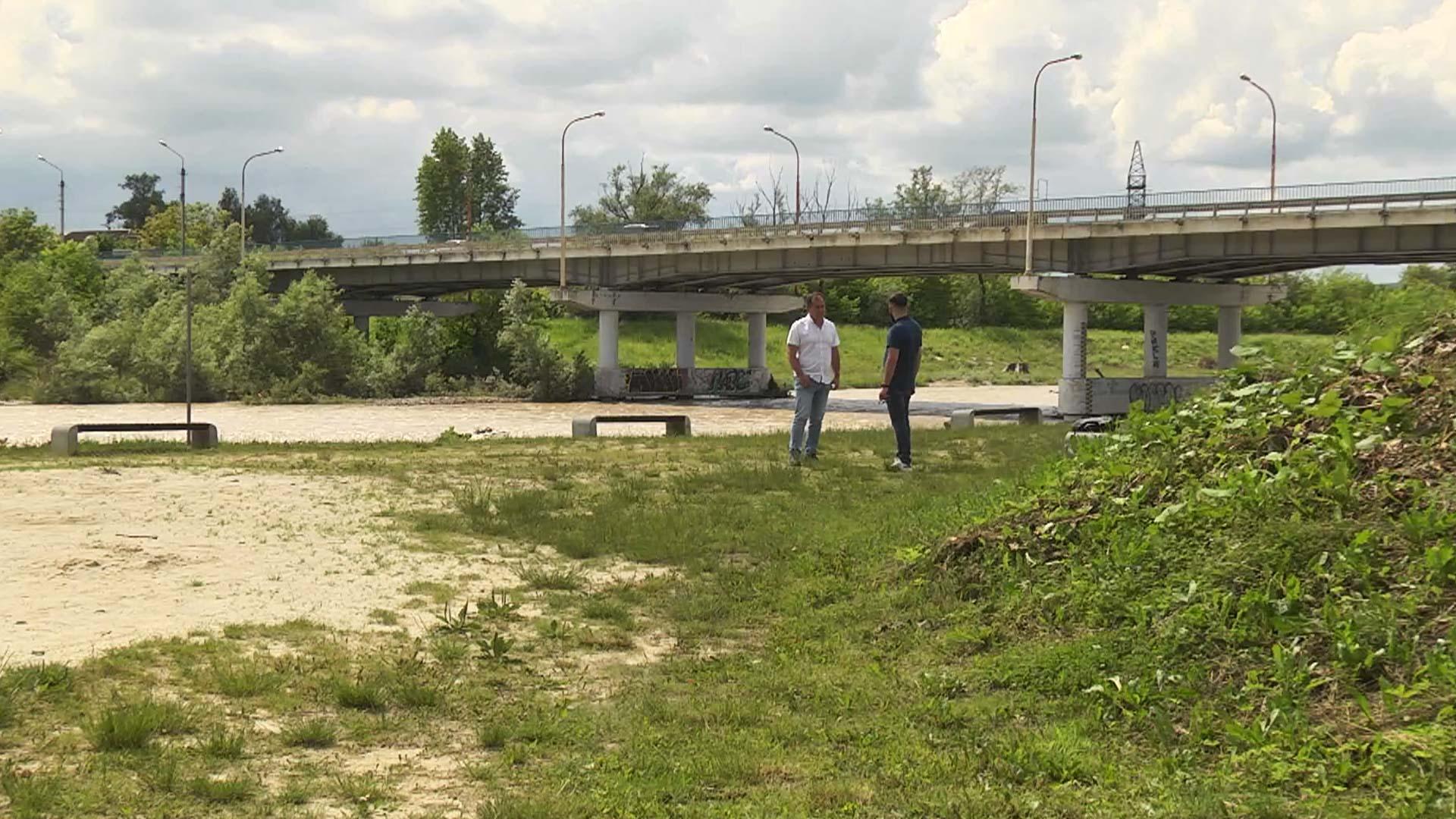 У Коломиї змінять русло річки, аби вода не руйнувала відпочинкову зону (ВІДЕО)
