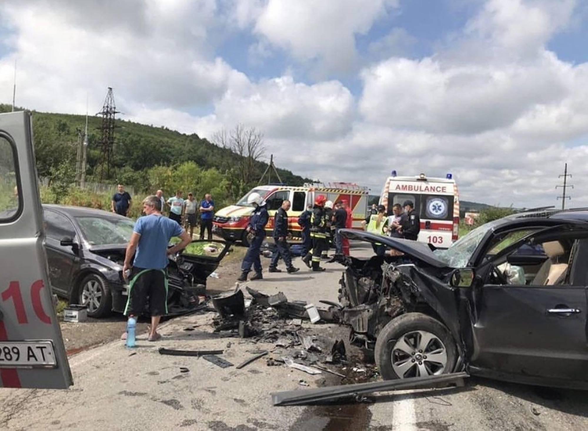 На Тлумаччині в лобовому зіткненні двох авто травмувалися діти (ФОТО, ВІДЕО)