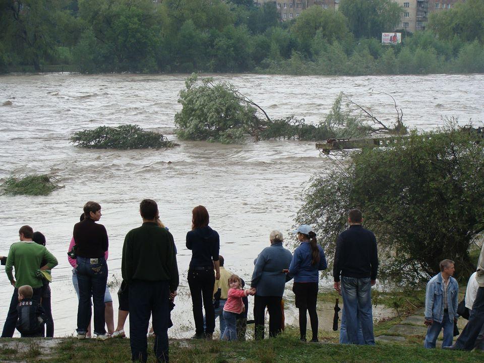 У мережі нагадали, як виглядала в Івано-Франківську повінь 2008 року (ФОТО)