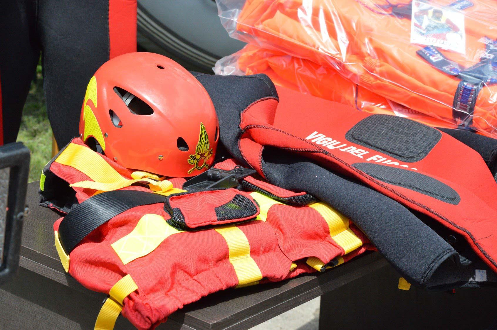 Прикарпатські рятувальники, які працюють у найбільш постраждалих районах, отримали допомогу з Італії (ФОТО)
