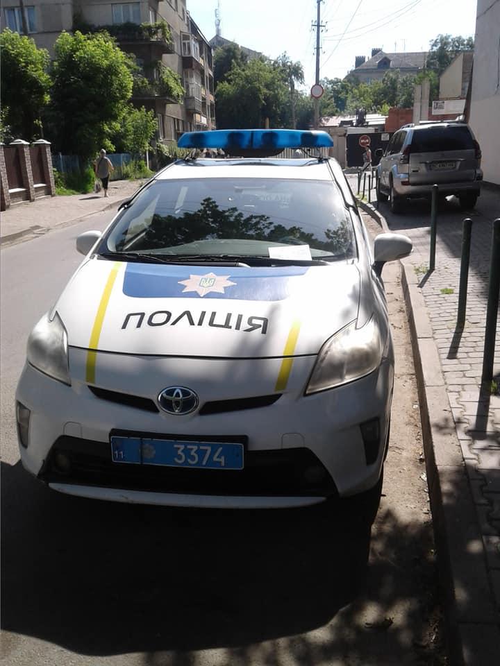 Комунальні інспектори з паркування оштрафували франківських патрульних (ФОТО)