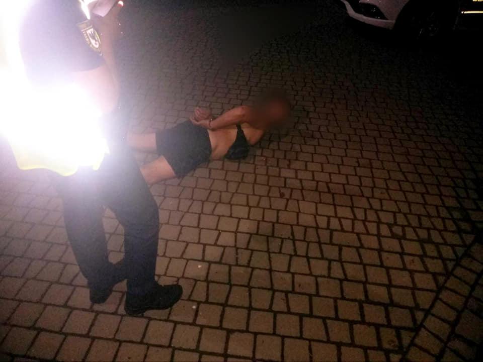 У Коломиї п'яний чоловік зброєю погрожував групі людей (ФОТО)