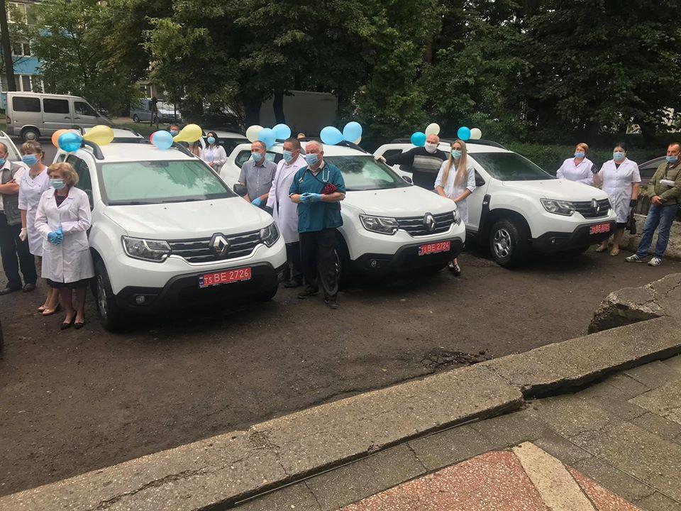 Три нових кросовери отримали сільські амбулаторії Снятинщини (ФОТО)