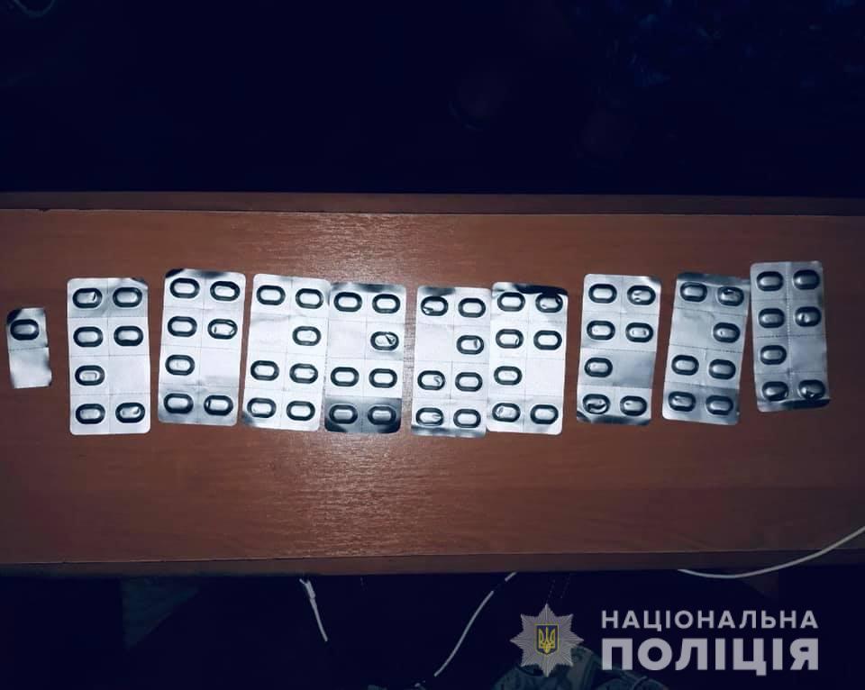 Амфетамін, марихуана та понад пів сотні таблеток: у домі 41-річного франківця знайшли наркотики (ФОТО)