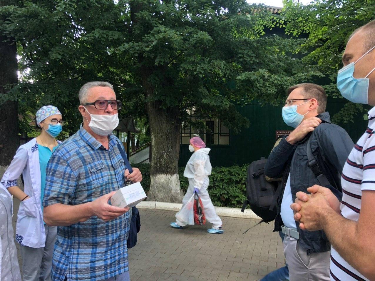 Фонд Порошенка передав другу партію ІФА-тестів для безоплатного тестування медиків інфекційної лікарні