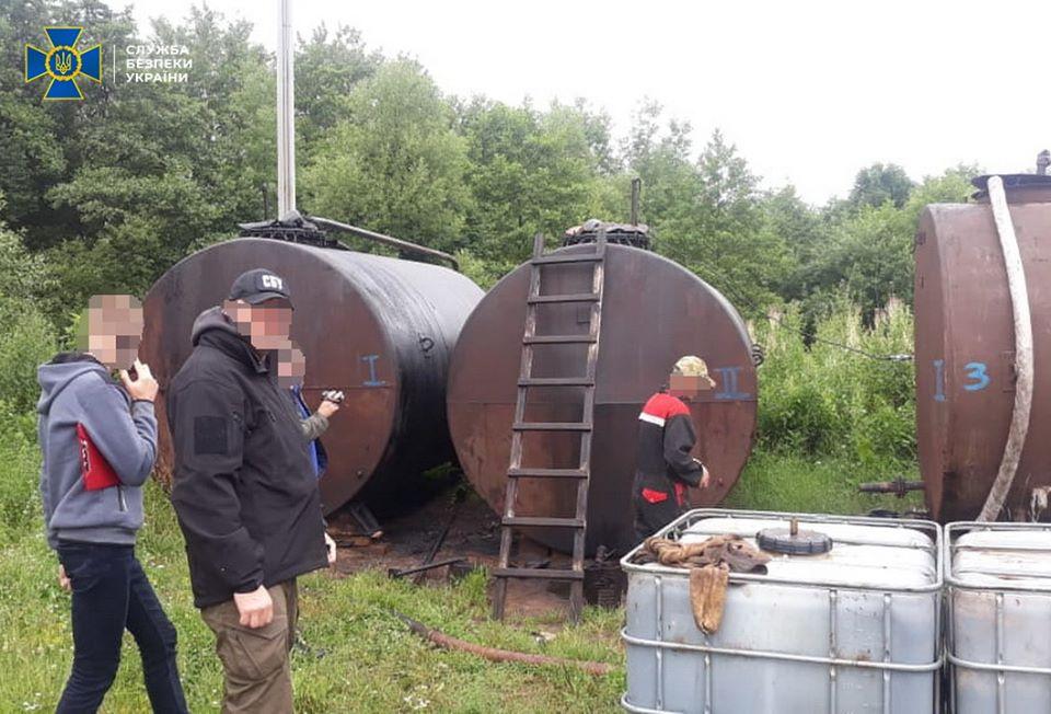 СБУ блокувала незаконний видобуток нафти з державної свердловини на Долинщині (ФОТО)