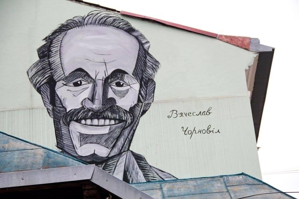 У Коломиї з'явився мурал усміхненого В'ячеслава Чорновола (ФОТО, ВІДЕО)