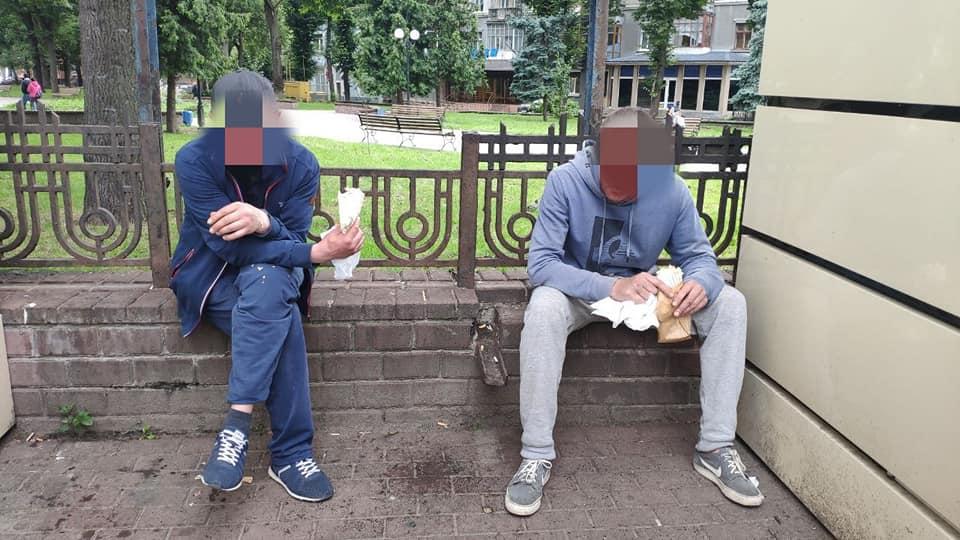 У кафе біля франківського вокзалу двоє п'яних пограбували жінку (ФОТО)