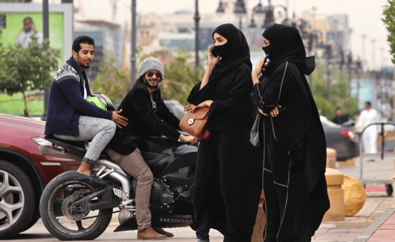 Історичне рішення: у Саудівській Аравії визнали право жінки на самостійне життя та подорожі