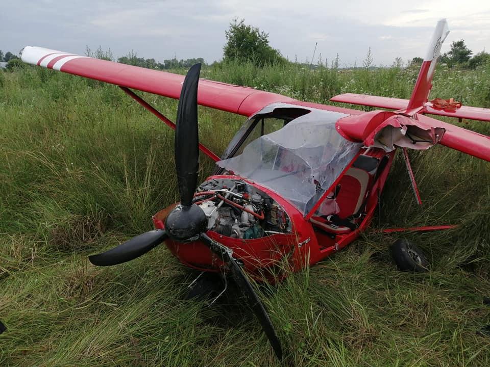 У Коломиї аварійно приземлився літак: авіасудно зазнало значних ушкоджень (ФОТО)