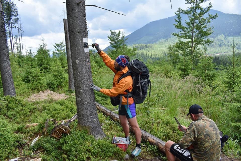 У Карпатах відновили маркування туристичного маршруту до озера Росохан (ФОТО)