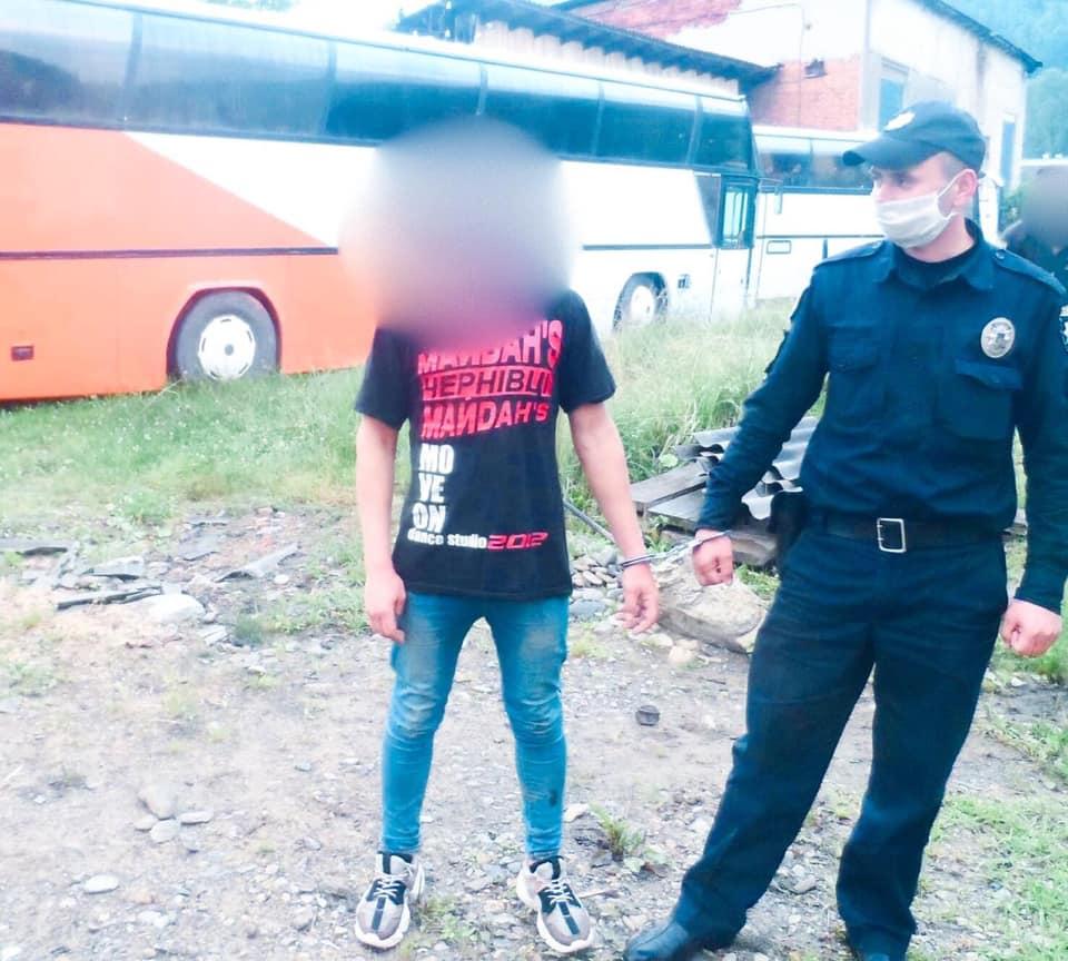 На Верховинщині затримали 22-річного грабіжника-рецидивіста, котрий обікрав будинок (ФОТО)