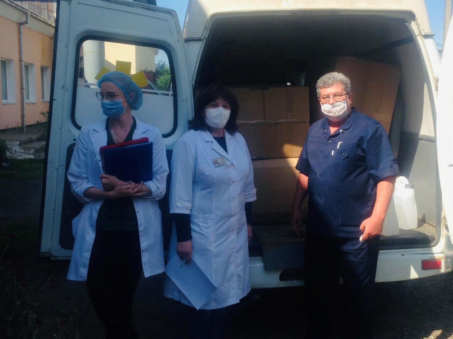 Засоби індивідуального захисту на майже 700 тисяч отримала лікарня в Косові (ФОТО)