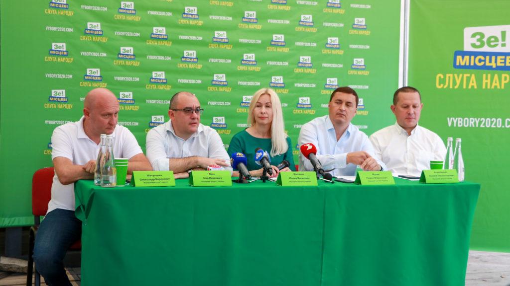"""Що зроблено за рік роботи? У Франківську прозвітували нардепи """"Слуги народу"""" (ФОТО)"""