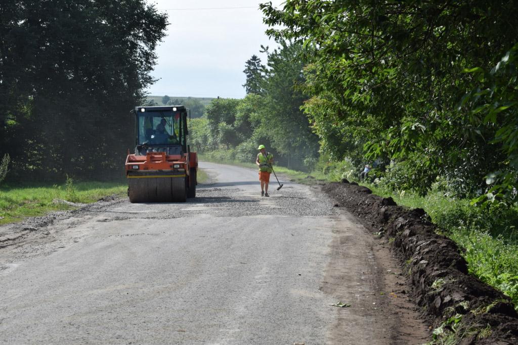 Стало відомо, скільки потрібно грошей на ремонт доріг Прикарпаття