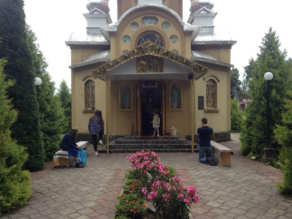 У Перегінську релігійні громади почали судитися через право власності на каплицю