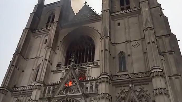 У Франції горить собор Петра і Павла XV сторіччя (ВІДЕО)