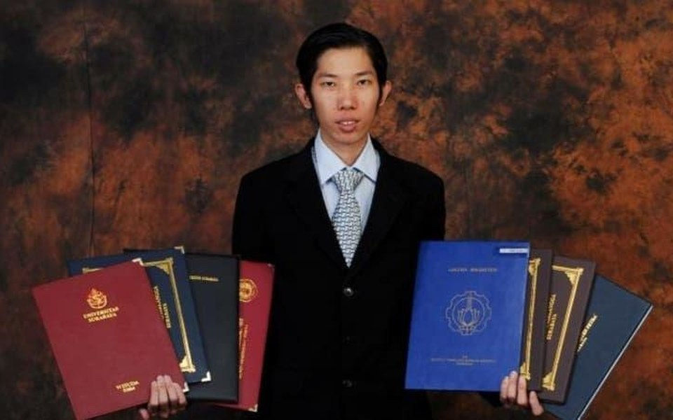 """""""Університет для мене хобі"""": індонезієць за 20 років отримав 32 дипломи"""