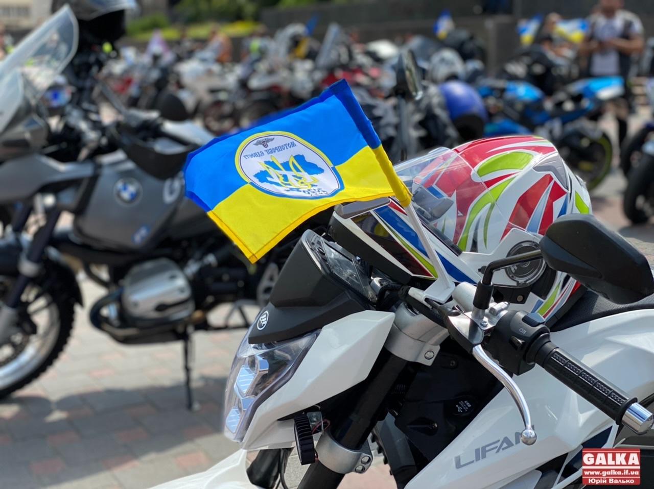 Гул двигунів та національна символіка: до Франківська завітав Всеукраїнський мотопробіг єдності (ФОТО)