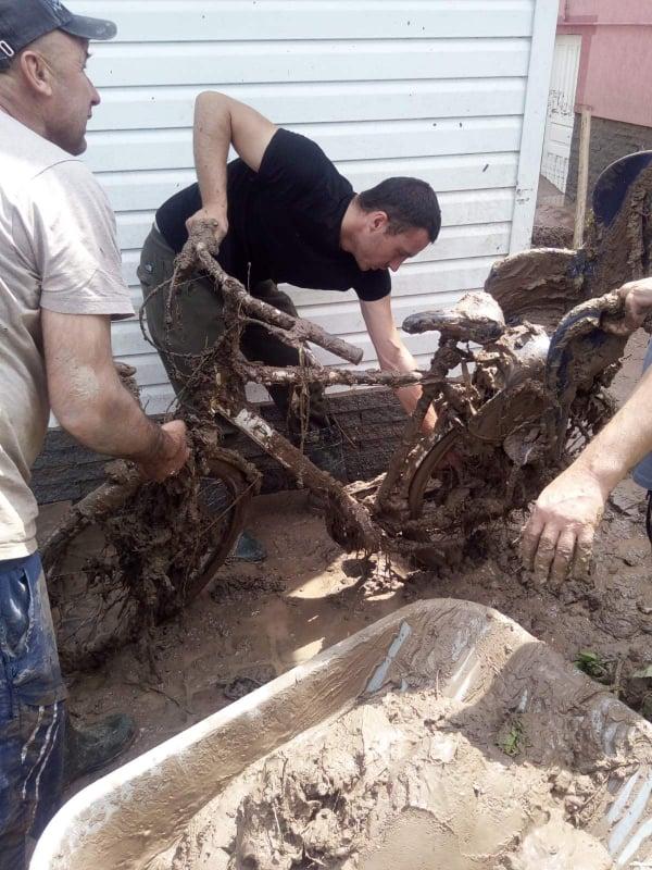 Вся спецтехніка Коломийського та Делятинського лісгоспів задіяна на ліквідації наслідків негоди (ФОТО)